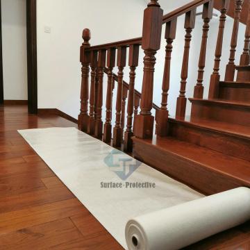 Tapis de protection de plancher en bois adhésif pendant la construction