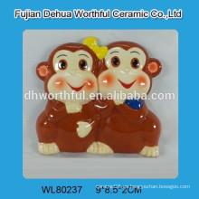 Imán de refrigerador de recuerdo de cerámica con estatuilla de mono