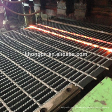 Verzinktes ASTM A36 Stahlgitter, Q235 Stahlgitter, verzinktes geschweißtes Stahlgitter