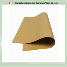 O forro não-branqueado resistente ao calor do papel de cozimento cobre o forro de bandeja do forno