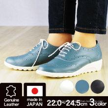 Fabricado no Japão. Sapatos com design de punção
