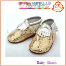 Los mocasines infantiles de la nueva llegada calzan los zapatos de bebé divertidos del cequi del oro del niño