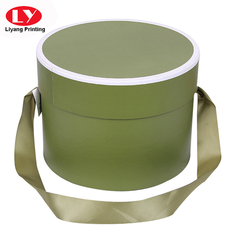 Round Box With Ribbon 2