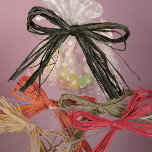Good quality crinkle raffia ribbon for crafts