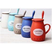 Tasse en céramique créative promotionnelle avec couvercle en silicone. Tasse de café