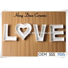 Plat en céramique pour cadeaux, plat pour promotion, plat en céramique en forme d'alphabet, Designs Céramique Love Letter Dish