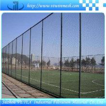 Barrera de cerca recubierta de PVC utilizada en campo deportivo