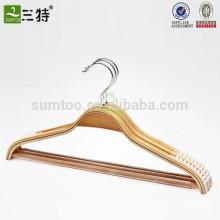 Cintre en bois avec encoche pour chemise laminée antidérapante