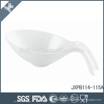 Atacado especial de design moderno forma de porcelana pequena sopa branca tigela de cerâmica