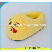 Hot Sell Novelty Design Kiss Expression Plush Emoji Slipper with Heel