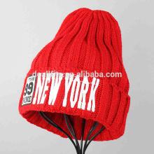 Chapeaux d'hiver en caoutchouc tricoté de haute qualité avec une usine personnalisée de boucles de broderie