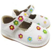 Weiße Quietschen Schuhe Mädchen Kleine Blumen