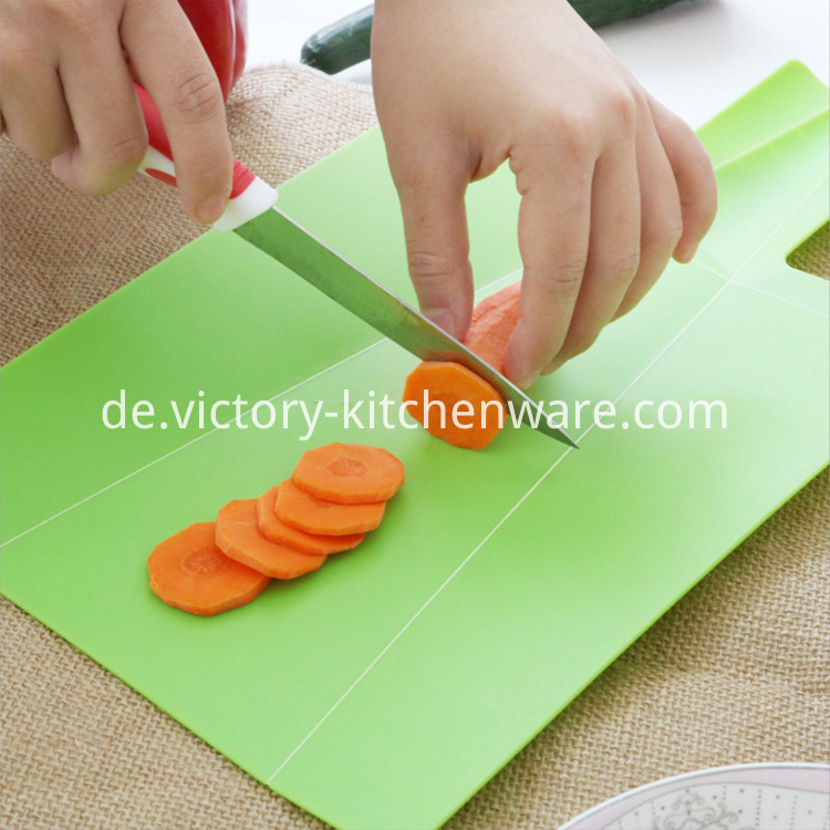 Plastic cutting board