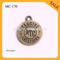 MC170 Hochwertige antike Messing runde Form kleine benutzerdefinierte Metall Schmuckanhänger mit gravierten Buchstaben