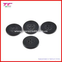 Черная пластиковая кнопка с 4 отверстиями для рубашки