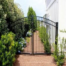 La cerca vendedora caliente del hierro soldó con autógena la cerca / el metal que cercaban la puerta / la cerca antigua del hierro labrado