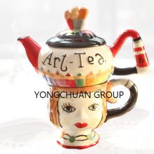 Teapot e caneca empilhados pintados mão