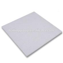Material ignífugo ligero para paneles de aislamiento térmico