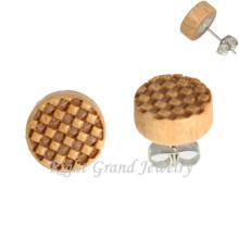 Logotipo del tablero de ajedrez Pendientes redondos de madera Studs 3D Logo Ear Piercing para hombres
