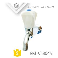 EM-V-B045 Longo corpo latão polo bibcock tap