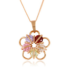 Fashion Jewelry Flower Pendant in Rose Gold Color