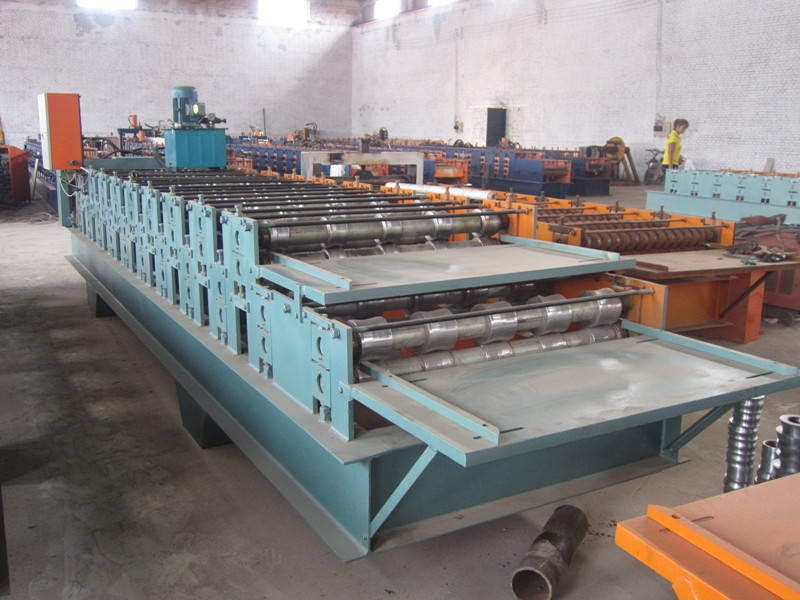 Double roofing sheets roll forming machine