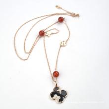 Цепное ожерелье из цельного клевера с натуральным камнем
