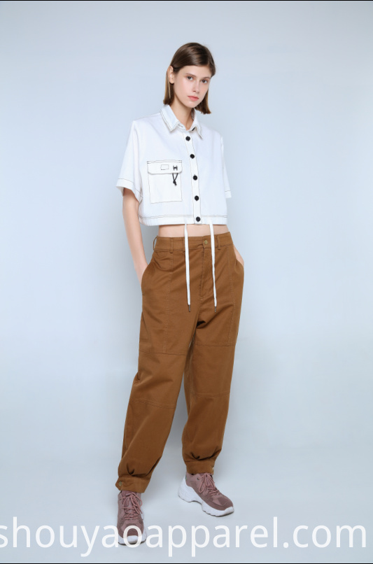 WHITE CROPPED BLOUSE WITH CONTRAST BUTTONS