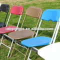 Faltender Metallstuhl im FreienPartystuhl
