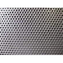 Panneaux métalliques perforés à ouverture spéciale