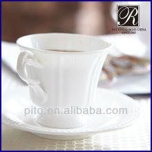 Copo de café da porcelana do osso & pires