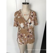 Blusa floral de manga curta com decote em V