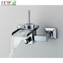 Grifo de baño de pared de cascada de una sola manija montado en la pared (QH0510-1W)