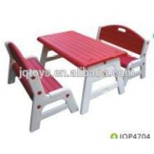 Прочные и красочные детские пластиковые стулья со столом.