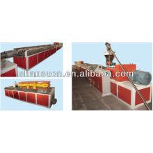 Kunststoff- und Holzproduktionslinie