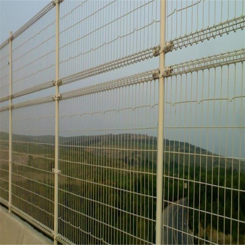 curved welded wire mesh fence