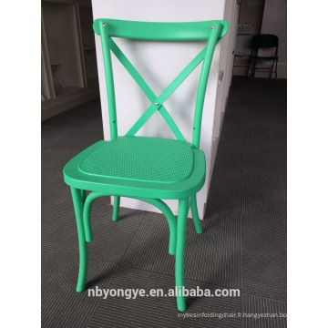 Matériau en résine et fauteuil empilable pliable
