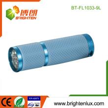 Fabrik Großhandel Günstige 3 * AAA Batterie angetriebene tragbare Notfall Glühen in der Dunkelheit 9 führte Multi Farbe Taschenlampe