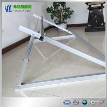 Instalação do telhado angular dos suportes de montagem do painel solar