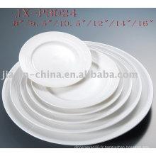 assiette ronde en porcelaine blanche