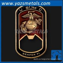 Fabricante latón metal militar etiqueta personalizada abrebotellas