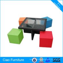 Conjunto de mesa y silla de comedor de muebles de ratán policromo