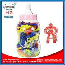 Botella de lactancia con juguete de plástico Robot en el interior