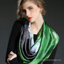 Écharpe en soie carrée à la mode et artistique imprimée