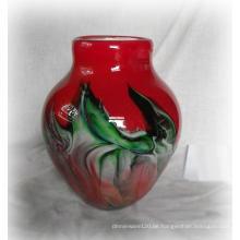 Rote Glasvase mit reizend Wolke