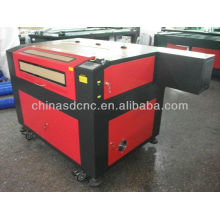 China 6090 máquina do gravador do laser da propaganda para gravar e cortar o material não metálico com CE