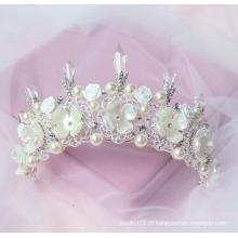 A tiara do partido coroa o feliz aniversario A coroa maravilhosa da pérola da tiara