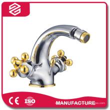 robinet de salle de bains traditionnelle cuivre de l'eau froide