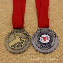 Médaille militaire faite sur commande de forme ronde de Singapour dans la couleur antique