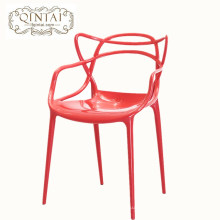 Chaise en plastique de loisirs empilable extérieure colorée populaire